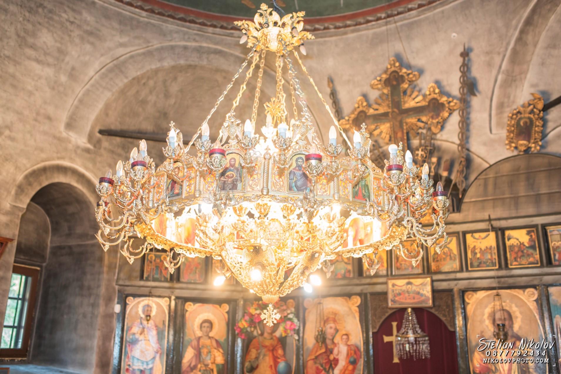 Кръщене в дряновски манастир