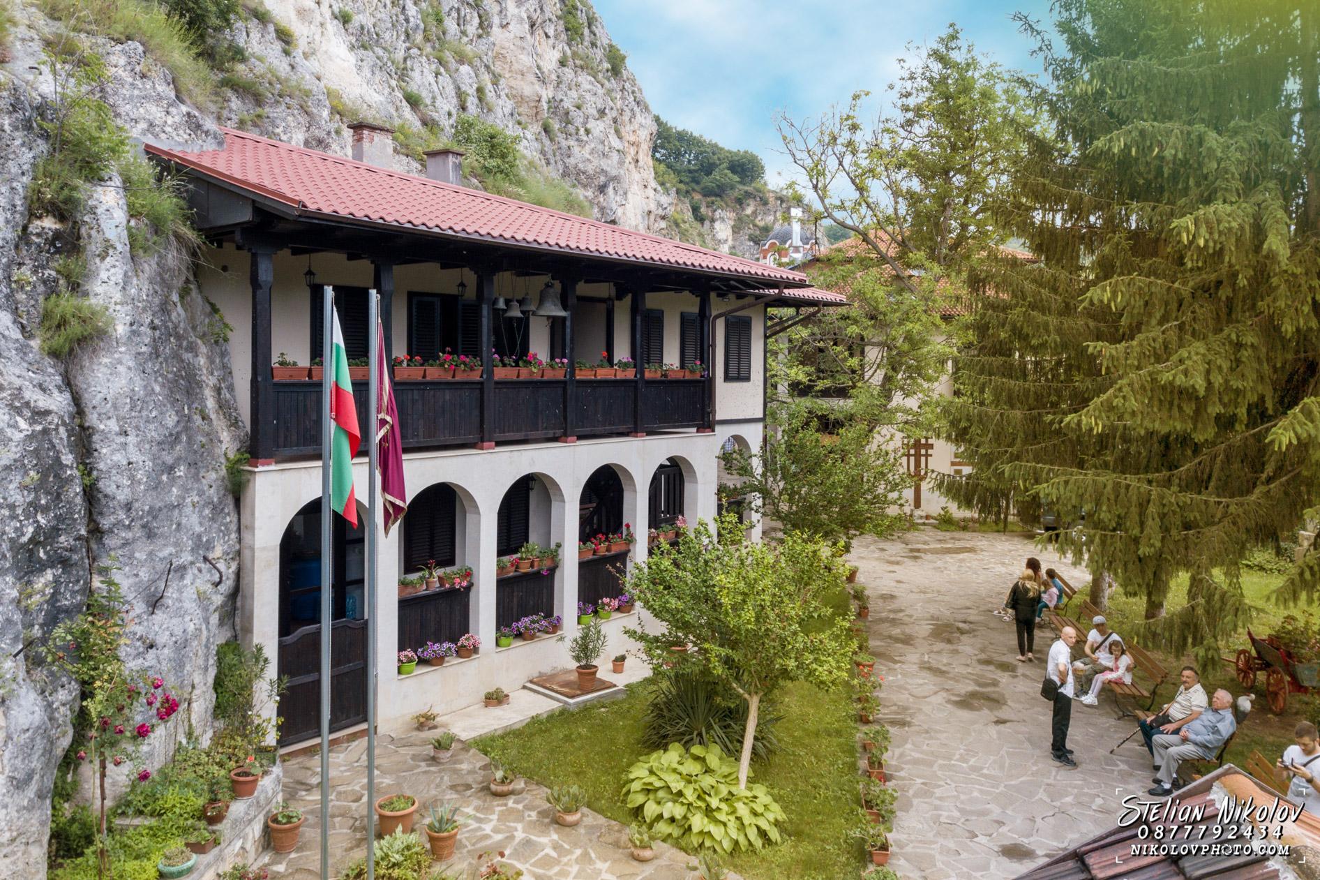 кръщене в бесарбовски манастир русе